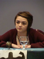 Maisie-Williams-at-TitanCon-game-of-thrones-257288.jpg